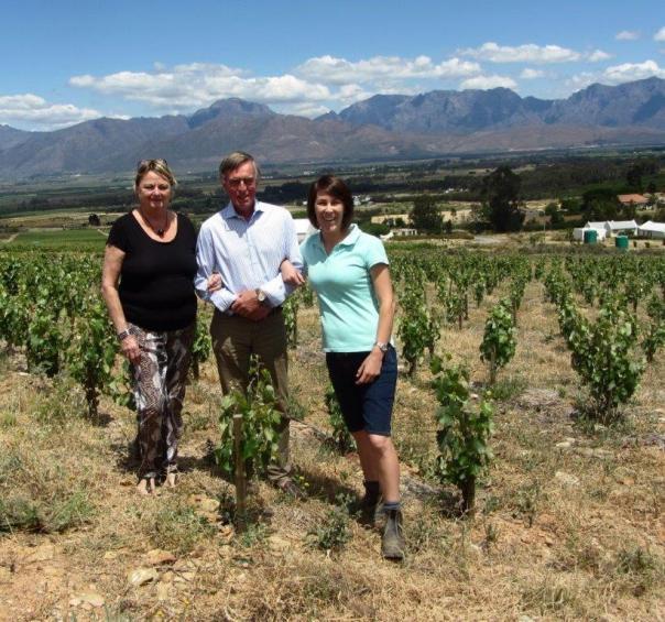 Corine & Paul Leeuwerik with viticulturist/winemaker, Elizma Visser. NB short échalas trained vines. Badsberg & behind it, Slanghoek mountains in background.